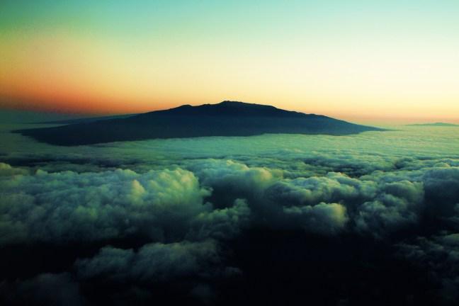 Mauna_Kea_from_the_airplane_by_Rckstrkd